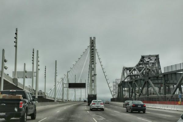 San Francisco Bay Bridge met auto
