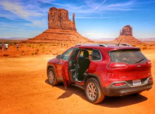 Scenic Drive Monument Valley met Jeep
