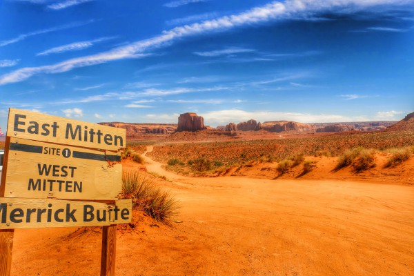 Monument Valley scenic drive East Mitten