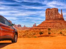 Met de auto door Monument Valley